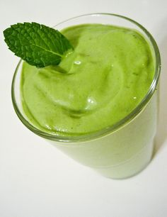 KIWI LIME SHAKE scoops Arbonne Vanilla Protein Powder 1 scoop Arbonne Fiber Boost Handful of sliced kiwis 2 lime wedges squeezed, to intensify flavor add lime zest 6 ice cubes Coconut milk, Almond milk or Vanilla Rice Dream to desired consistency. Protein Mix, Protein Shake Recipes, Protein Bars, Whole Food Recipes, Vegan Recipes, Vitamix Recipes, Candida Recipes, Vegan Gluten Free, Dairy Free