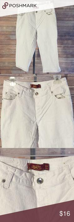 One5one Cute White Denim Capris Sz 10 Cute fitting Capris Sz 10 Pants Capris