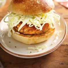 Chicken Burgers with Coleslaw Ricardo Coleslaw Recipe Food Network, Food Network Recipes, Coleslaw Recipes, Healthy Summer Recipes, Vegetarian Recipes, Burger Bread, Hamburger Sliders, Ricardo Recipe, Food Network Canada