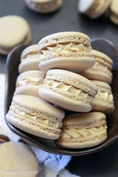 Turned out well! I filled them with Nutella instead of the coffee buttercream Macarons (Italian Method). Turned out well! I filled them with Nutella instead of the coffee buttercream. Tea Cakes, Cookie Recipes, Dessert Recipes, Coffee Buttercream, Buttercream Filling, French Macaroons, Italian Macarons, Coffee Macaroons, Delicious Desserts