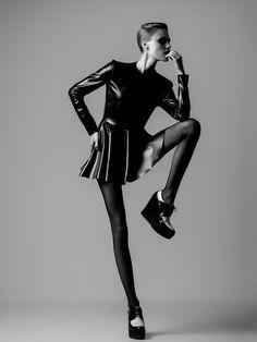 Fashion model pose idea, black & white fashion photography // Ph. Yiorgos Kaplanidis