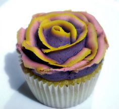 Beautiful rose cupcake. but red instead