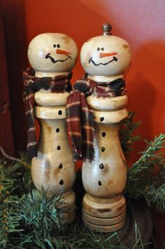 Salt & Pepper Snowmen -Upcycled from a set of wooden salt & pepper grinders, these snowmen have a charm all of their own. Need to make little hats for them.