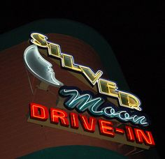 Less than an hour's drive from Orlando is Silver Moon Drive in Movie Theater which is based in Lakeland What a fun night out for the whole family when you can feel like you have gone back in time to Lakeland Florida, Florida Usa, Florida Vacation, Roadside Signs, Las Vegas, Drive In Movie Theater, Vintage Neon Signs, Old Signs, Googie