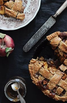 Guilt-Free, Gluten-Free Apple Pie Recipe | HelloNatural.co