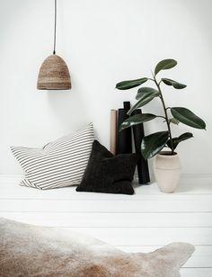 Simple styling home interior Boho Home, Home And Deco, Interior Exterior, Interiores Design, Decoration, Interior Inspiration, Design Inspiration, Home And Living, Decor Styles
