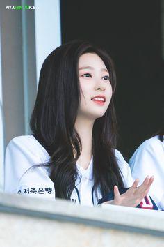 """Girls don't want boys, they want Kim Minjoo [A thread]"" Kpop Girl Groups, Kpop Girls, Urban Words, Eyes On Me, Best Kpop, Japanese Girl Group, Kim Min, The Wiz, Korean Singer"