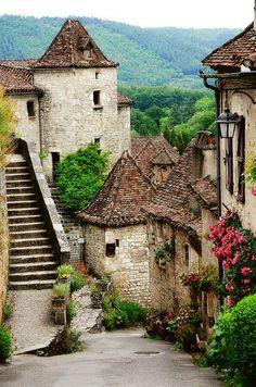 St-Cirq-Lapopie ~ France ~ © Didier Massé