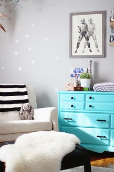 Star Wars spawned comic book series. Love the comic book-esque feel of this Star Wars nursery with graphic accents.