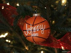 Make this Basketball Christmas Ornament for the basketball fanatic in your life. Plus, great basketball gift ideas for the holidays, too! Christmas Craft Fair, Diy Christmas Ornaments, Homemade Christmas, Christmas Bulbs, Christmas Decorations, Christmas Ideas, Holiday Ideas, Christmas Things, Christmas 2017