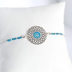 Voici ce que je viens d'ajouter dans ma boutique #etsy: Chamane - Bracelet fin à rosace argenté et perles miyuki delica turquoise
