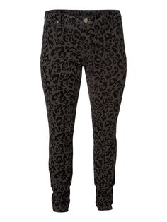 Jeans don't have to be blue. Go for a patterned pair if you want to draw attention to your long legs. Try the leopard-printed plus size jeans from JUNAROSE and pair with a simple top and simple accessories to complete the look