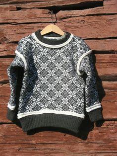 Ullgenser i mønsteret Dag og natt. Men Sweater, Sweaters, Fashion, Moda, Fashion Styles, Men's Knits, Sweater, Fashion Illustrations, Sweatshirts