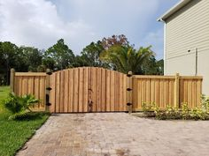 Custom craftsman style wood gate and capped board-on-board privacy fence Privacy Fences, Wood Fences, Fencing, Fence Gates, Shadow Box Fence, Wood Fence Design, Tiny House Cabin, Front Yard Fence, Good Neighbor