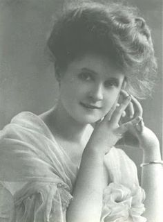 An early picture of Billie Burke, the actress who played The Good Witch in 'The Wizard of Oz'.  if i could only be Glinda!