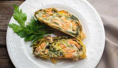 Zalm-Spinaziestrudel Quiche, Baking Recipes, Drinks, Breakfast, Food, Lasagna, Cooking Recipes, Drinking, Morning Coffee