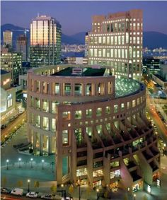Vancouver Public Library, such an amazing place! and only one block from the Hampton Inn and Suites Vancouver!