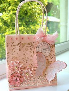 Gifts Wrapping Birthday Pink Ideas For 2019 Paper Bag Crafts, Paper Gift Bags, Paper Gifts, Creative Gift Wrapping, Creative Gifts, Craft Gifts, Diy Gifts, Decorated Gift Bags, Paper Purse