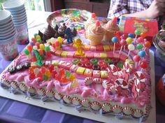 Please child - pick candyland for your birthday theme this year. I really want to make this cake (and I have candy decorations I made for some baby/wedding showers a few years ago). sophie-s-bday Candy Cakes, Cupcake Cakes, Cake Pink, Candy Land Theme, Candy Decorations, Candy Party, Cute Cakes, Creative Cakes, Themed Cakes