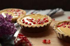 Tarte cu rodie si crema de vanilie - Mihaela Toader Cheesecake, Muffin, Breakfast, Desserts, Food, Design, Pie, Morning Coffee, Tailgate Desserts