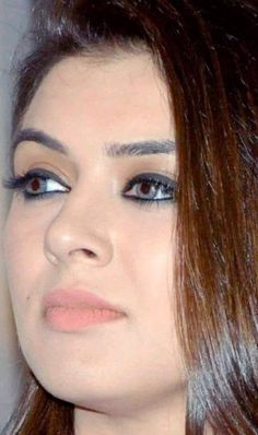 Beautiful Heroine, Beautiful Lips, Beautiful Girl Indian, Most Beautiful Indian Actress, Star Beauty, Beauty Full Girl, Anushka Photos, Indian Natural Beauty, Hailey Baldwin Style
