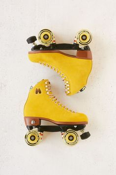 Skate board clothing this is how to don the trend. Yellow Aesthetic Pastel, Pastel Yellow, Red Aesthetic, Aesthetic Vintage, Mellow Yellow, Aesthetic Design, Aesthetic Grunge, Yellow Black, Retro Roller Skates
