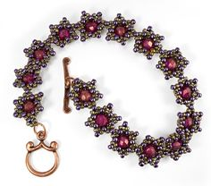 Free beaded bead pattern: Star Power by TrendSetter Nichole Starman. Stitch beaded beads together to form a bracelet.