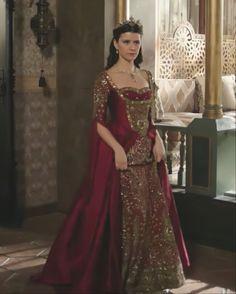 Tudor Fashion, Reign Fashion, Queen Fashion, Turkish Fashion, Turkish Beauty, Old Fashion Dresses, Kosem Sultan, Royal Dresses, Queen Dress