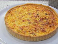 MasterChef - Classic Quiche Lorraine with green salad and vinaigrette - Recipe By: Gary Mehigan Master Chef, Quiches, Masterchef Recipes, Masterchef Australia, Aussie Food, Tacos, Western Food, Quiche Lorraine, Bread And Pastries