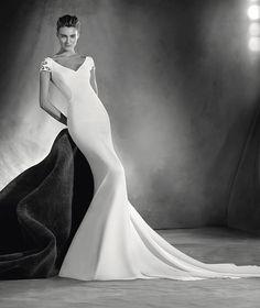 Elia - Vestido de noiva com decote em forma de bico.
