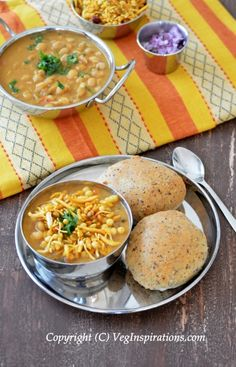 Sprouted White Peas Misal Pav (Sprouted curry with Indian bread)
