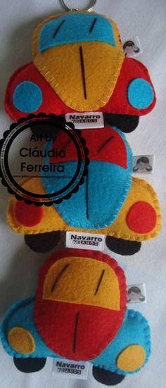 Chaveiro Fusquinha em feltro personalizado com etiqueta em cetim com o nome do aniversariante. Várias cores. R$ 6,16