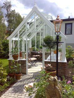 Planthouse i sin finaste form i en liten elegant trädgård utanför Oslo.