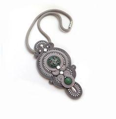 VERKOOP antieke turkoois Grijze halsketting soutache OOAK verklaring ketting Soutache steen mint hanger salie groene ketting