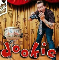 Tre Cool with his Dookie snare drum!!! Oh my gosh!!!!!! That drum is amazing!!!