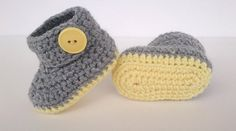 Baby booties crochet pattern - Permision to sell finished items Booties Crochet, Crochet Baby Boots, Crochet Baby Clothes, Crochet Slippers, Cute Crochet, Crochet For Kids, Baby Booties, Knit Crochet, Crochet Hats