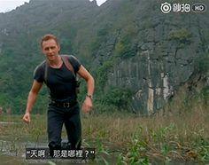 Tom Hiddleston on the set of Kong: Skull Island. Video (thanks to Torrilla): http://www.miaopai.com/show/GwUyCJf0MU~Nw9VWMZKWnciCFuYQW8X8.htm Gif-set: http://maryxglz.tumblr.com/post/162096073127/x