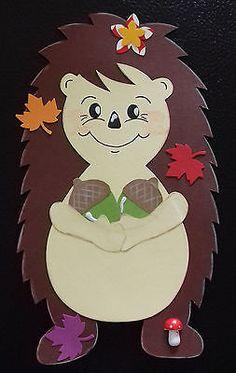 Fensterbild Tonkarton Herbst Igel Mädchen mit Eicheln Handarbeit