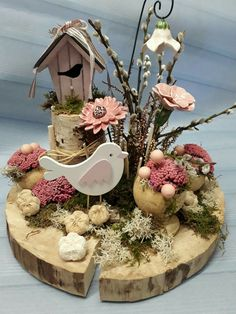 Adorable Easter themed decor with moss - great low-maintenance fairy garden idea. Adorable Easter themed decor with moss - great low-maintenance fairy garden idea! Garden Ideas Driveway, Fence Ideas, Deco Restaurant, Cinder Block Garden, Diy Ostern, Mediterranean Garden, Deco Floral, Garden Boxes, Garden Table