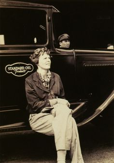 [Photo] Amelia Earhart at Wheeler Field, US Territory of Hawaii, Jan 1935