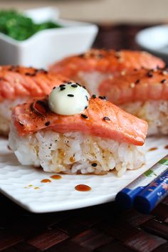 This blowtorched Salmon Nigiri Sushi it is truly memorable, served with a caramel ginger and lime sauce and some wasabi mayo for some zing. A must try. Japanese Sushi, Japanese Cuisine, Sushi Vinegar, Flambee, Nigiri Sushi, Salmon Sushi, Saucepans, Sushi Love, Sushi Rolls