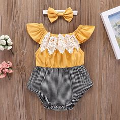 baby outfits Lace Color-blocking Plaid Flounce-sleeve Bodysuit and Headband Set in Yellow Baby Girl Romper, Baby Dress, Baby Girl Headbands, Baby Girl Closet, Baby Girl Bows, Baby Girl Fashion, Kids Fashion, Fashion Clothes, Dress Clothes