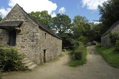 Les Moulins de Kerouat à Commana #campingcar Hydrangea Bush, Brittany France, Camping Car, Antique Lighting, Le Moulin, Blue Flowers, Building, Beautiful, Black And White Photography
