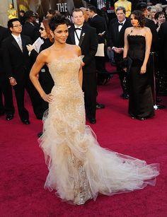 #HalleBerry #Oscars #RedCarpet