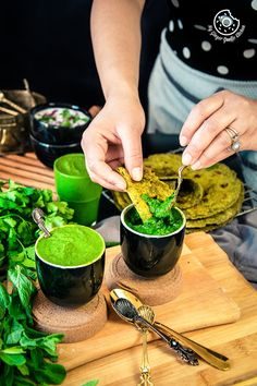 Coriander Mint Chutney or Dhaniya Pudina is an easy, delicious and flavourful accompaniment that goes well with almost every Indian snack or appetizer. I have shared 2 ways of making your fav Indian Chutney Recipes, Indian Dessert Recipes, Indian Snacks, Indian Dips, Indian Pickle Recipe, Indian Appetizers, Pudina Chutney Recipe, Chaat Recipe, Spicy Recipes