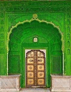 Porta de Ganesh no pátio do Pavão do Palácio da Cidade, do século XVIII, em Jaipur, estado do Rajastão, Índia. Fotografia: Ricardo Bevilaqua no Flickr.