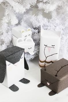 DIY gift wrapping ideas that will make your family and friends feel special. Creative Gift Wrapping, Present Wrapping, Creative Gifts, Baby Gift Wrapping, Pet Gifts, Craft Gifts, Christmas Gift Wrapping, Christmas Gifts, Christmas Ideas