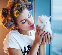 Preparándote para salir? #viernes  #throwback con @goicoechea22 #ootd #felizviernes #finde #fiesta #vacaciones #viernesnoche #findesemana #verano #rulos #funfashion #Fashionisima #style #tbt #revistaFMA #FMAonthego #Barcelona #whotel #wbarcelona #cute #model #girl #bunny #sweet #pink #lipstick #partyanimal #love