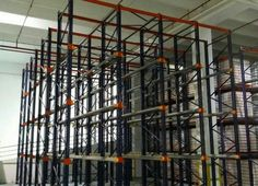 Montaje de estanterías metálicas industriales tipo drive-in en el Polígono de Güimar