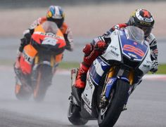 The battle between Lorenzo and Pedrosa in rainy Sepang #motoGP